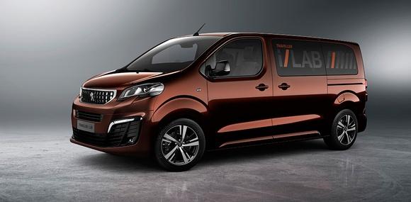 Peugeot установила 32-дюймовый сенсорный экран в фургон Traveller