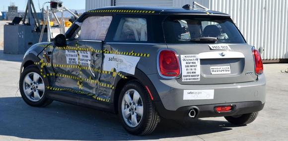 Неудачный краш-тест стал причиной отзыва MINI Cooper