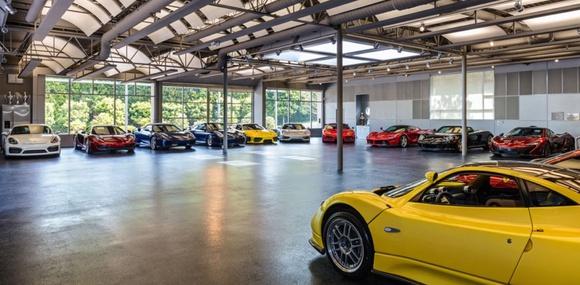 В США выставили на продажу «умный» гараж и коллекцию суперкаров