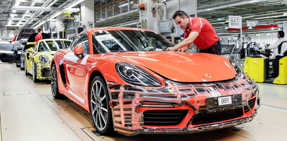 Porsche выплатит сотрудникам премию за отличную работу