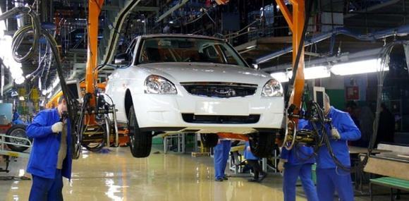 «АвтоВАЗ» почти вдвое сократит количество сотрудников