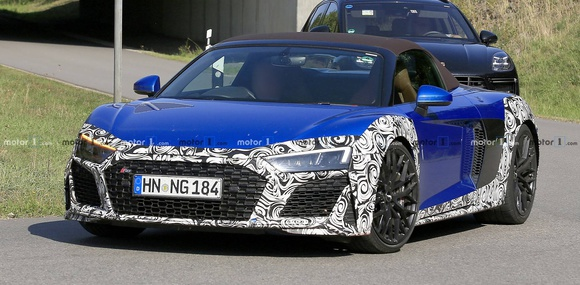 Прототип суперкара Audi R8 Spyder заметили на тестах