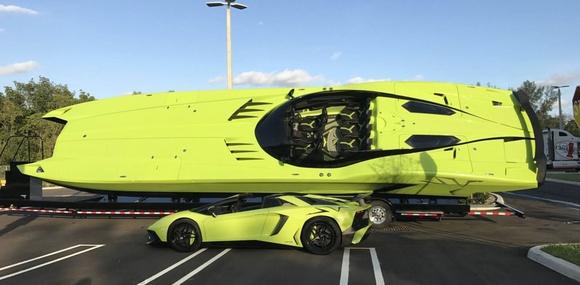 Lamborghini Aventador SV выставили на продажу в комплекте с катером