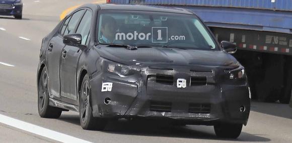 Новое поколение Subaru Legacy заметили на тестах