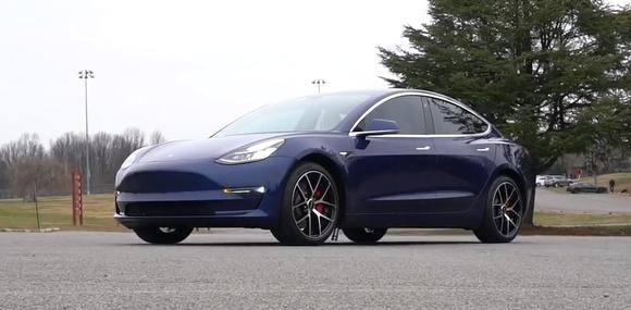 Tesla Model 3 стала самым продаваемым электрокаром в Европе в первый месяц продаж