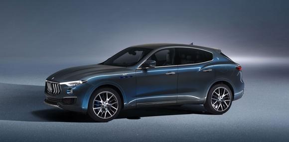Maserati впервые выпустила кроссовер с гибридной установкой