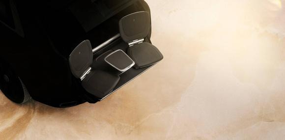 Rolls-Royce Cullinan получил выдвигающиеся из багажника сидения