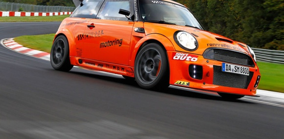 Mini Cooper стал быстрейшим хетчбэком Нюрнбургринга