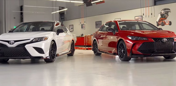 Седаны Toyota Camry и Avalon обзавелись фирменным тюнингом TRD