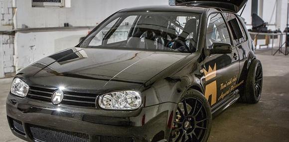 Немцы поставили в VW Golf 1500-сильный мотор от Lamborghini
