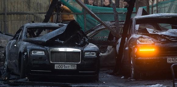 В Москве сгорели 12 суперкаров на несколько миллионов долларов