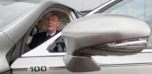 Дилер Lexus подарил постоянному клиенту спецверсию седана LS