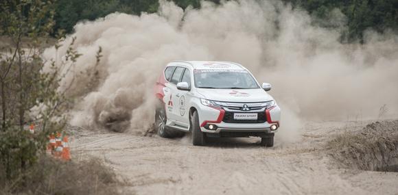 Легендарный Хироши Масуока показал на что способен Mitsubishi Pajero Sport