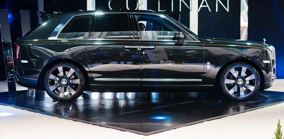 Rolls-Royce Cullinan: кроссовер по цене аэродрома