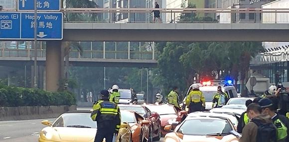 Полиция Гонконга одним подходом поймала 45 стритрейсеров на суперкарах