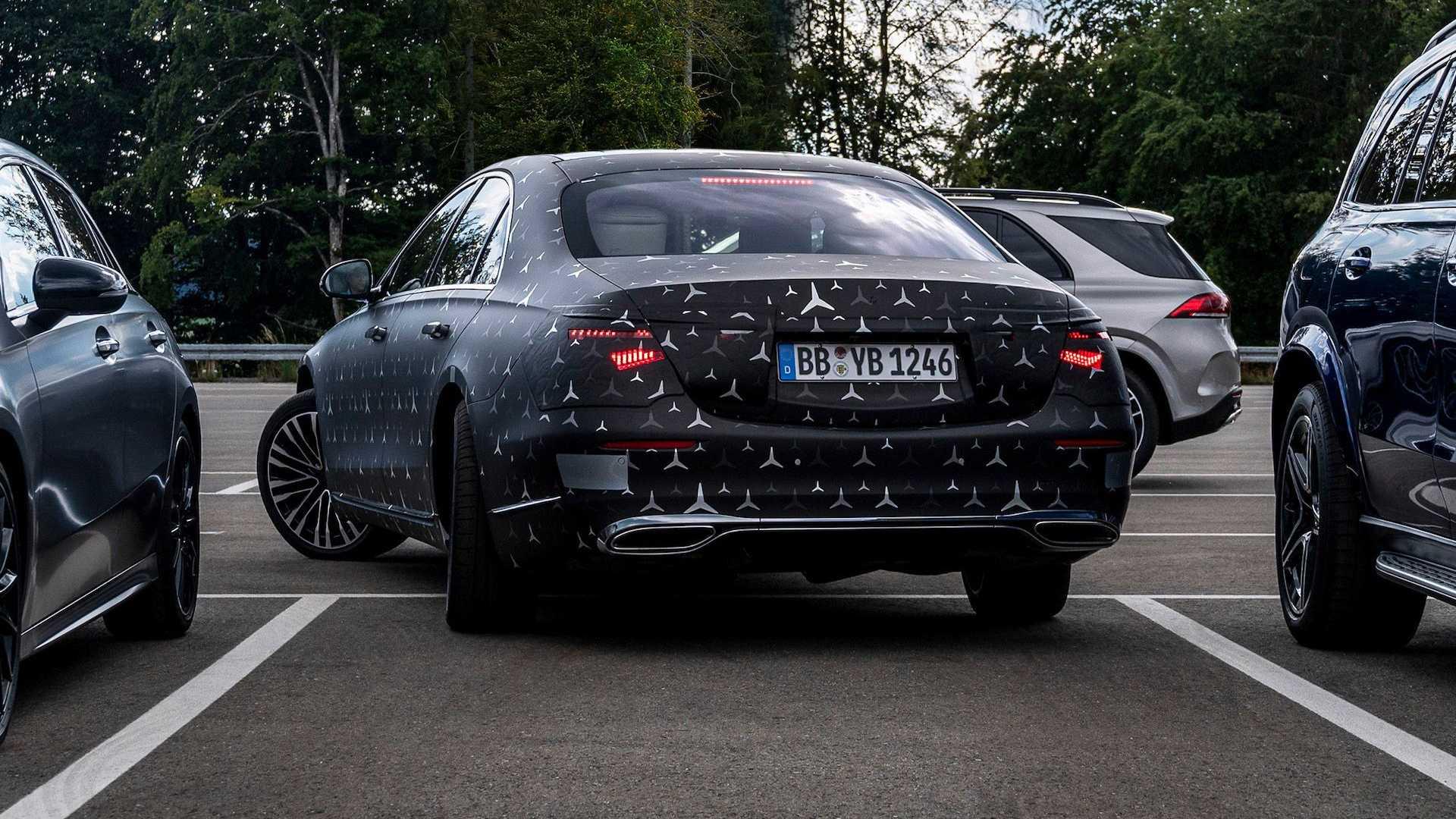 Новый Mercedes-Benz S-Class научили подпрыгивать вверх при угрозе бокового столкновения