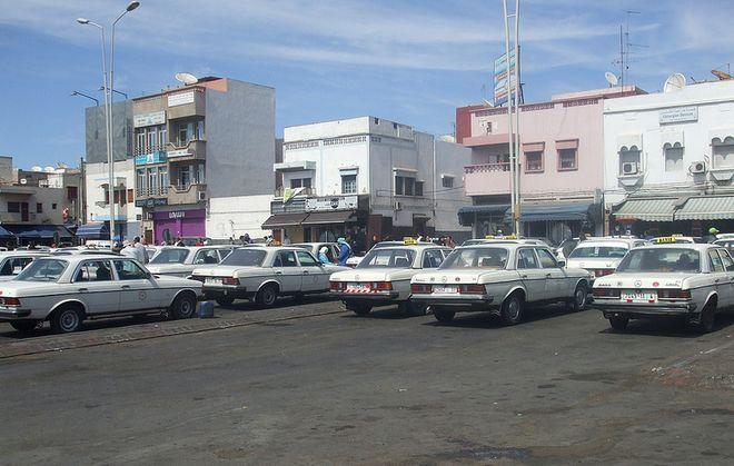 Много такси Mercedes-Benz в Африке