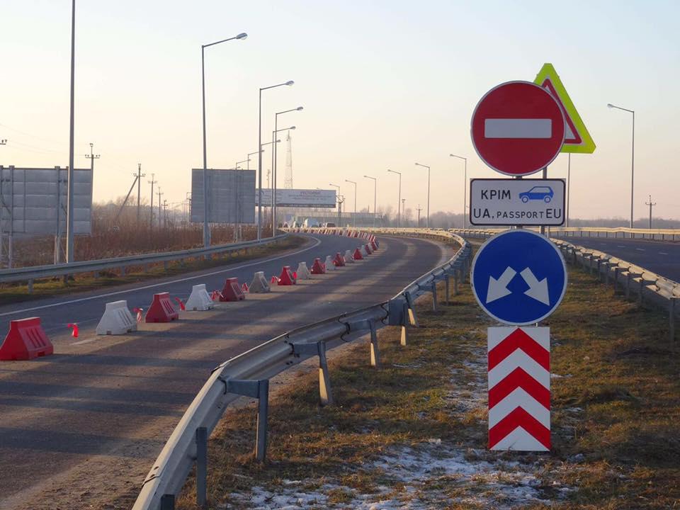 На «Краковце» выделили отдельную полосу для автомобилей с ...: http://autonews.autoua.net/novosti/15051-na-krakovce-vydelili-otdelnuyu-polosu-dlya-avtomobilej-s-ukrainskoj-registraciej.html
